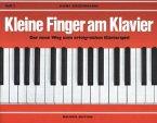 Kleine Finger am Klavier