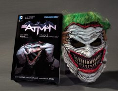 Batman: Death of the Family. Book and Joker Mask Set - Snyder, Scott