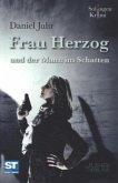 Frau Herzog und der Mann im Schatten