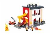 BRIO 33833 - World, Große Feuerwehr-Station mit Einsatzfahrzeug und Zubehör