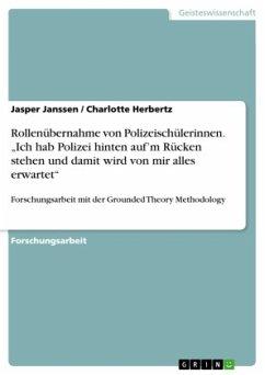Rollenübernahme von Polizeischülerinnen.