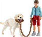 Schleich 42478 - Farm World, Spaziergang mit Labrador Retriever, Spielfigur