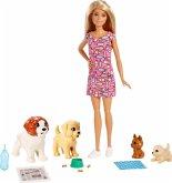 Barbie Hundesitterin und Welpen
