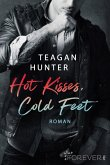 Hot Kisses, Cold Feet / College Love Bd.3